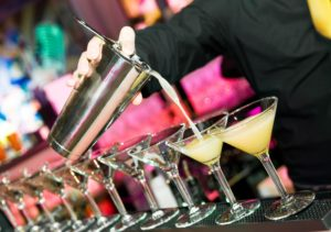 barman cocktail