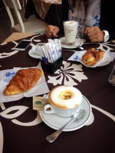 La colazione al Gino's Bar
