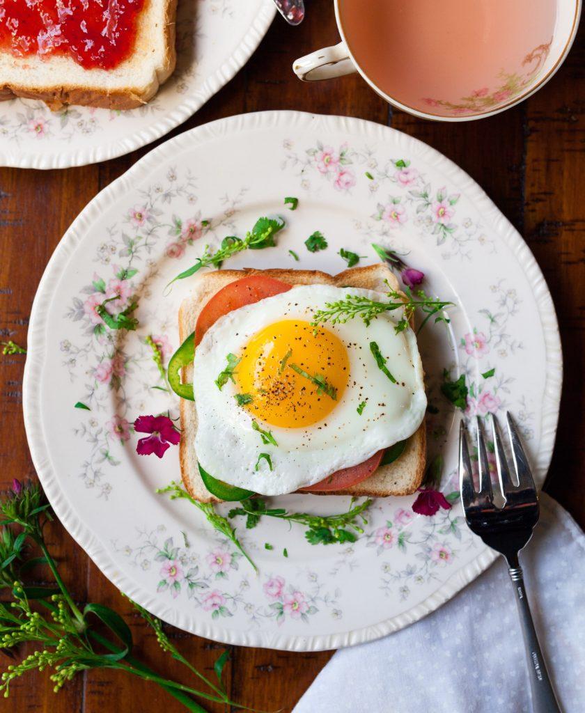 uovo - fritto - pane - colazione