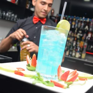 barman - cocktail - ghiaccio - drink - bicchiere