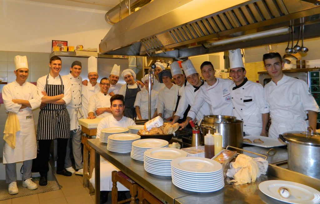 In cucina gli chef brembani e gli allievi dell'Ipssar di San Pellegrino