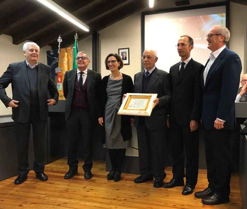 isola - consegna premio eccellenza a Marco Bertolini
