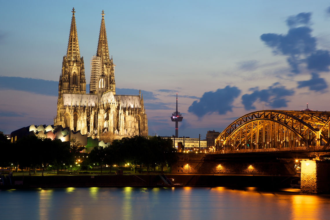 Hohenzollern_Bridge_and_cologne_Cathedral
