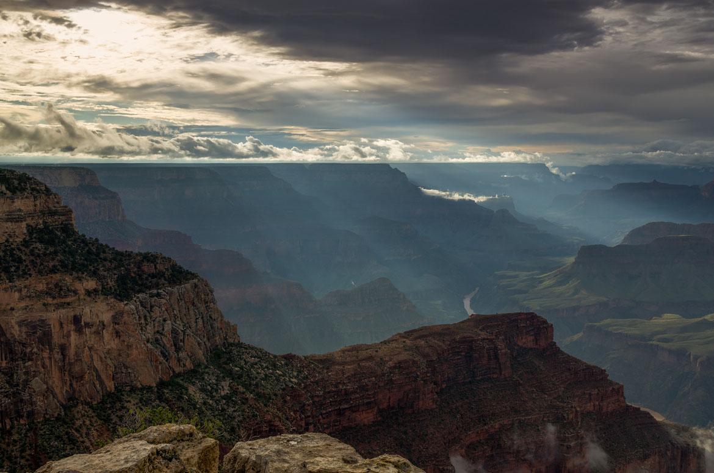 Sun_rays_at_Hopi_Point_Grand_Canyon_2013