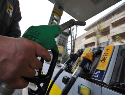 """Allarme benzina nei distributori Eni. Mora: """"Ci scusiamo per il disagio ma non dipende da noi"""""""