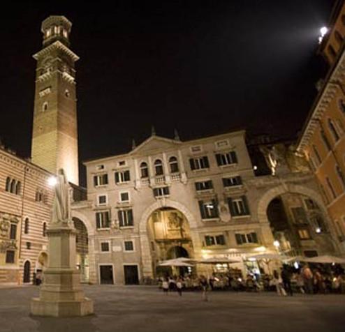 Piazza-dei-Signori-Gallery rit