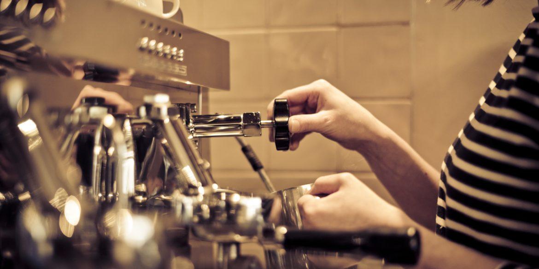 Costi e ricavi del caffè: per i bar è una gestione insostenibile