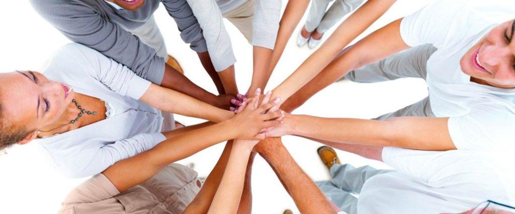 giovani - lavoro- team - mani