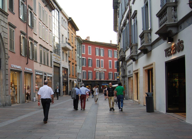 """Bergamo, fino a domenica è tempo di """"Sbarazzo"""" nei negozi del centro"""