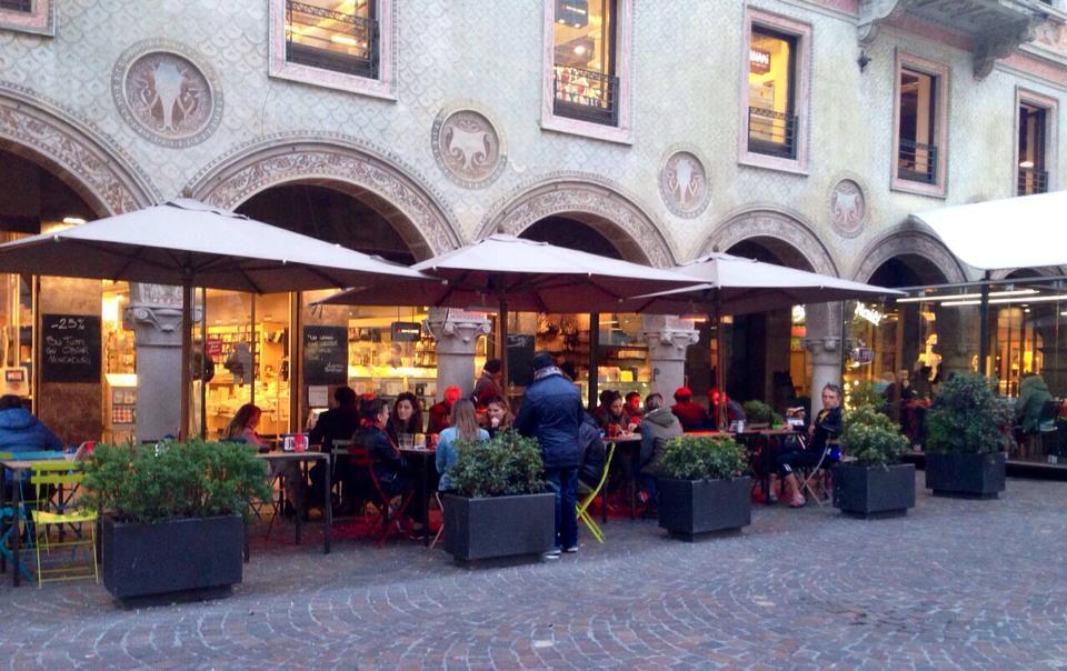 Ristoranti e bar aperti con dehors: le regole da seguire tra orari, spazi, servizio mensa e consumo al banco