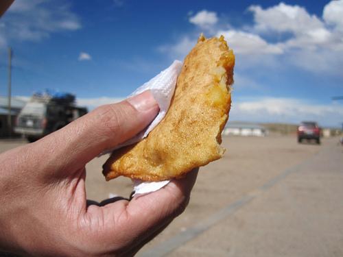 Vendevano empanadas e birra in auto. Sanzionati otto boliviani