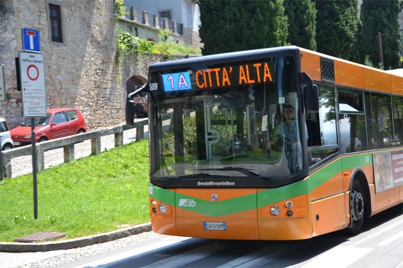 Elementari in gita gratis sugli autobus di Bergamo