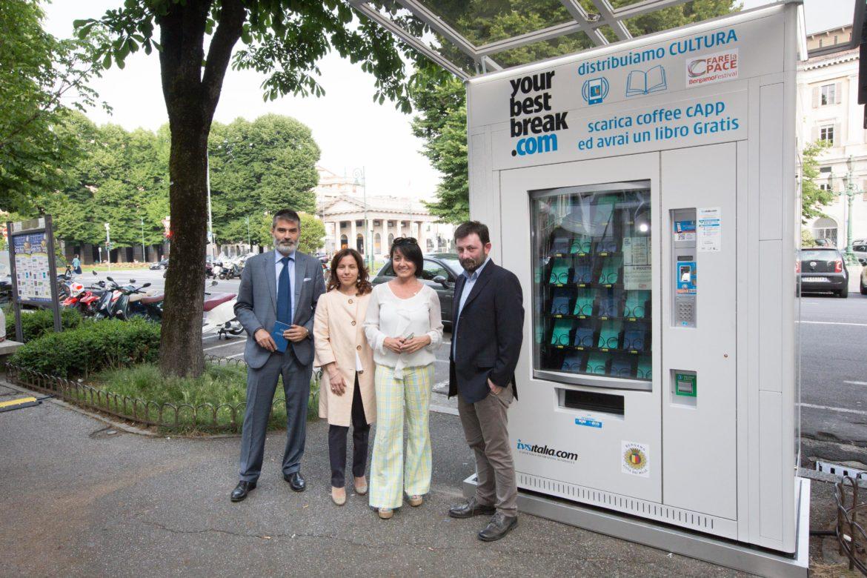 Un distributore automatico sul Sentierone. Sì, ma di cultura