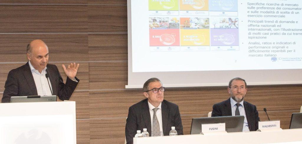 Fabio Fulvio durante il suo intervento all'assemblea dell'Ascom