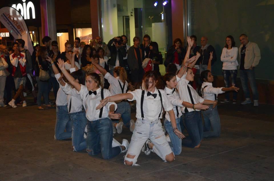 Bergamo, tutto pronto per la notte di shopping e ballo