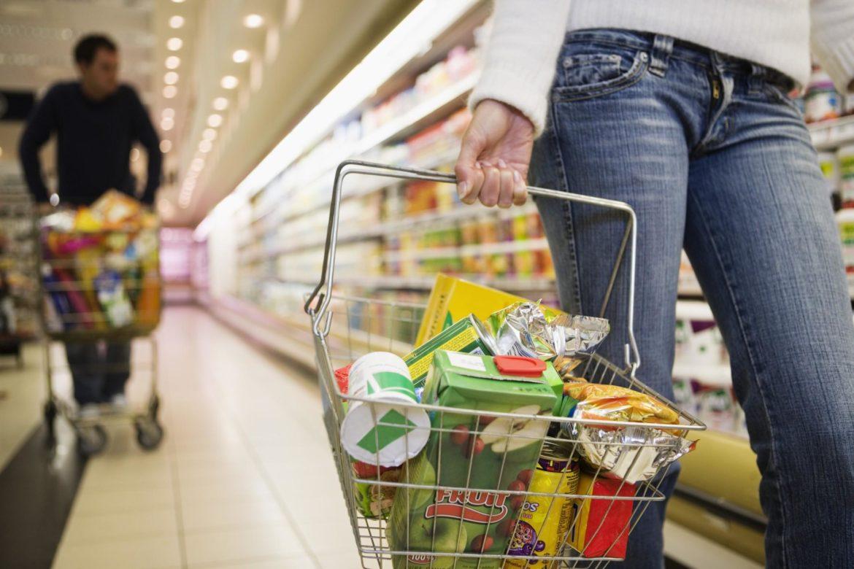 Le spese obbligate mortificano i consumi di beni. Disinneschiamo la bomba dell'IVA