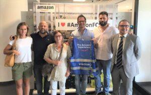 La delegazione Ascom Bergamo in visita al centro logistico di Amazon di Castel San Giovanni. A destra il direttore Oscar Fusini