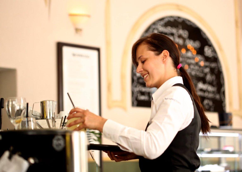 Bar e ristoranti in crisi di personale? Non cerchiamo alibi. È ora di cambiare passo