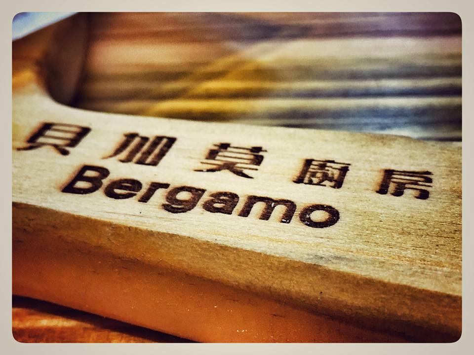 tagliere con scritta Bergamo