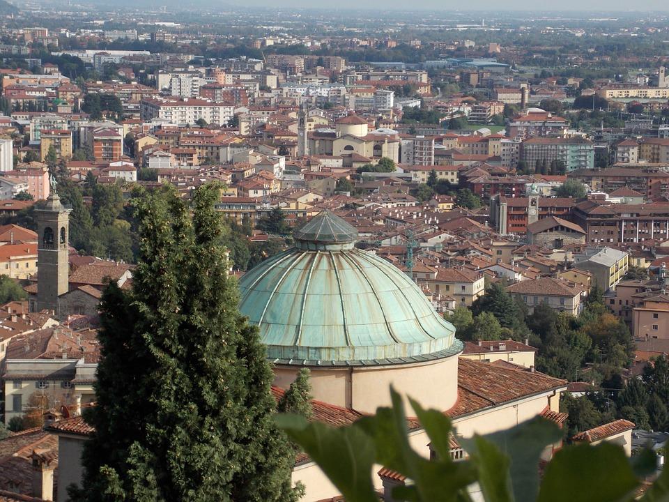 Lombardia: approvata la legge che punta sulla valorizzazione delle attività storiche di tradizione