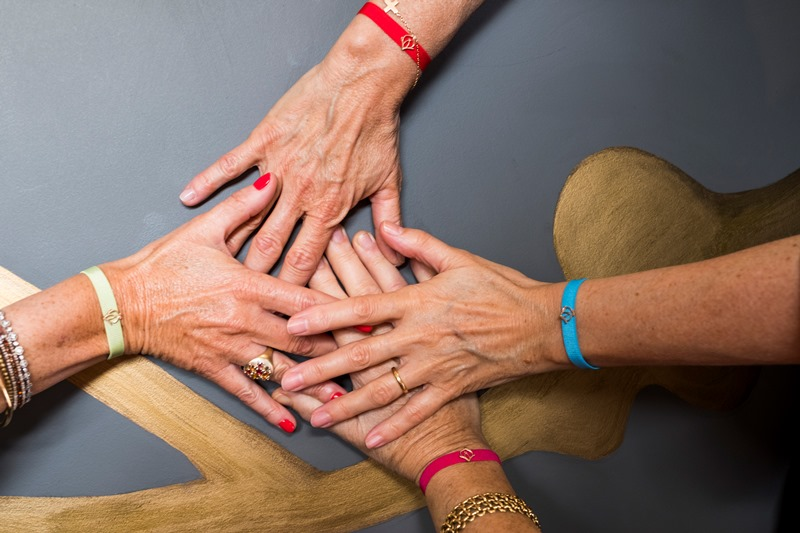 Festa della Mamma? un braccialetto solidale aiuta l'associazione Oncologica Bergamasca