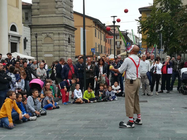 Festa di Borgo Palazzo. I sorrisi dei commercianti vincono sul maltempo