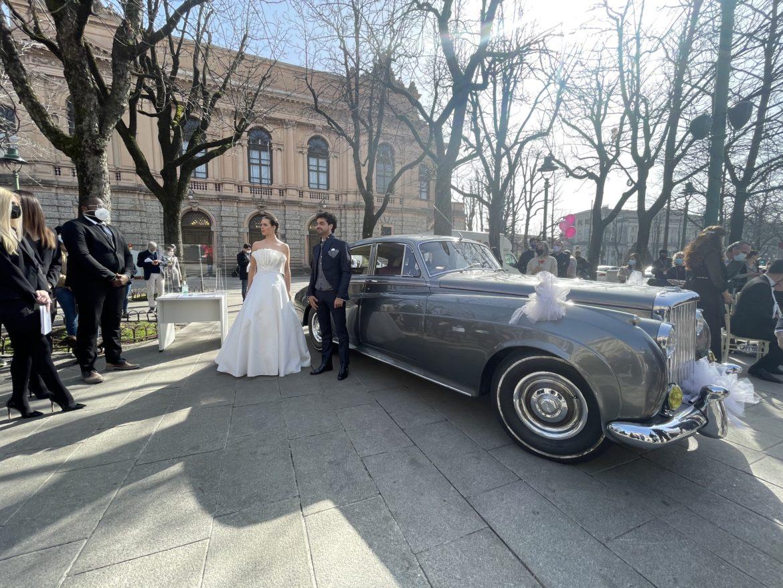 """Sul Sentierone flash mob  del mondo del wedding. """"Il settore può ripartire e lavorare in sicurezza"""""""