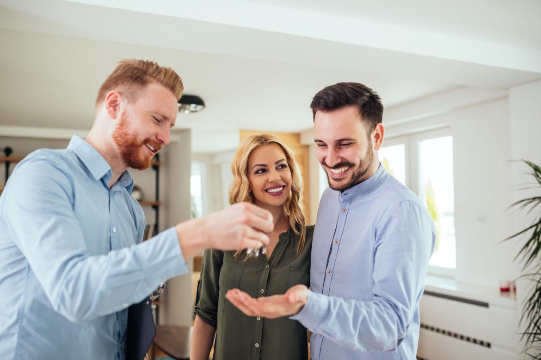 """Agenti immobiliari, fare rete e """"scambiarsi"""" gli immobili per contrastare l'abusivismo"""