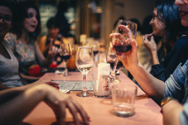 Bar e ristoranti: in zona bianca nessun limite di capienza ai tavoli