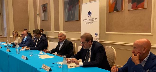 """Confcommercio Lombardia incontra l'assessore Guidesi: """"Sostenere il terziario per tornare a crescere"""""""